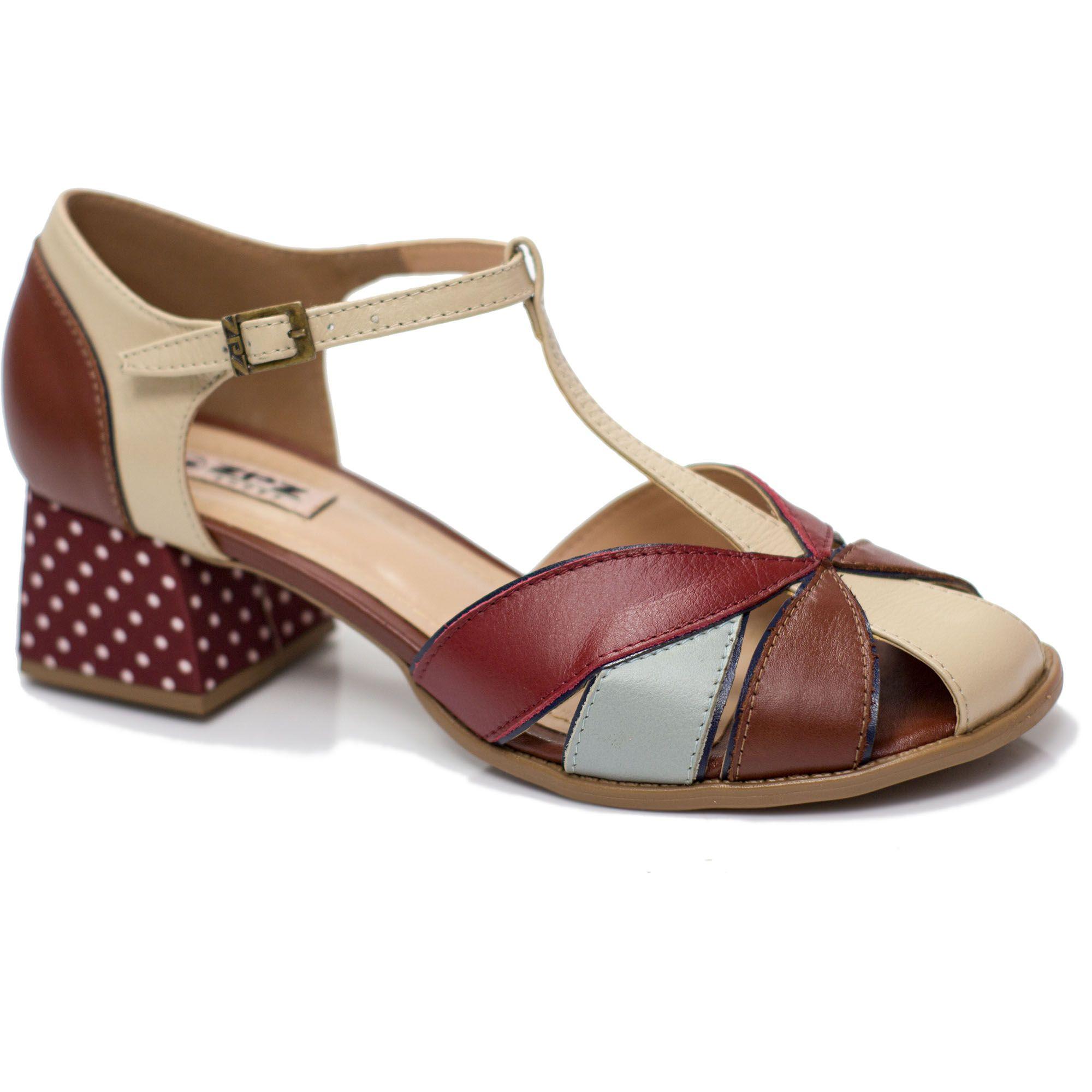 Sapato Retrô em couro Flora