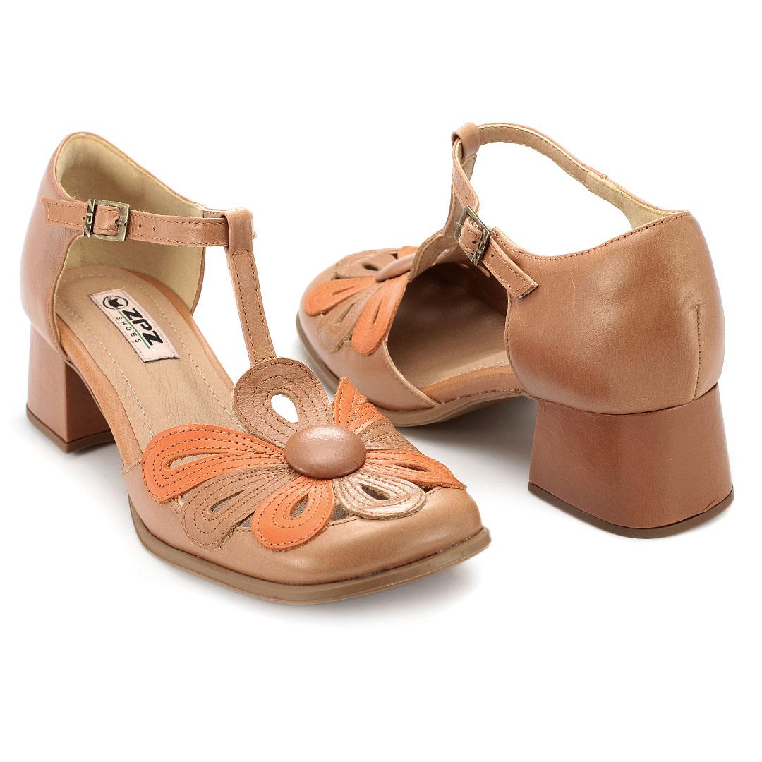 Sapato Retrô em couro Floral