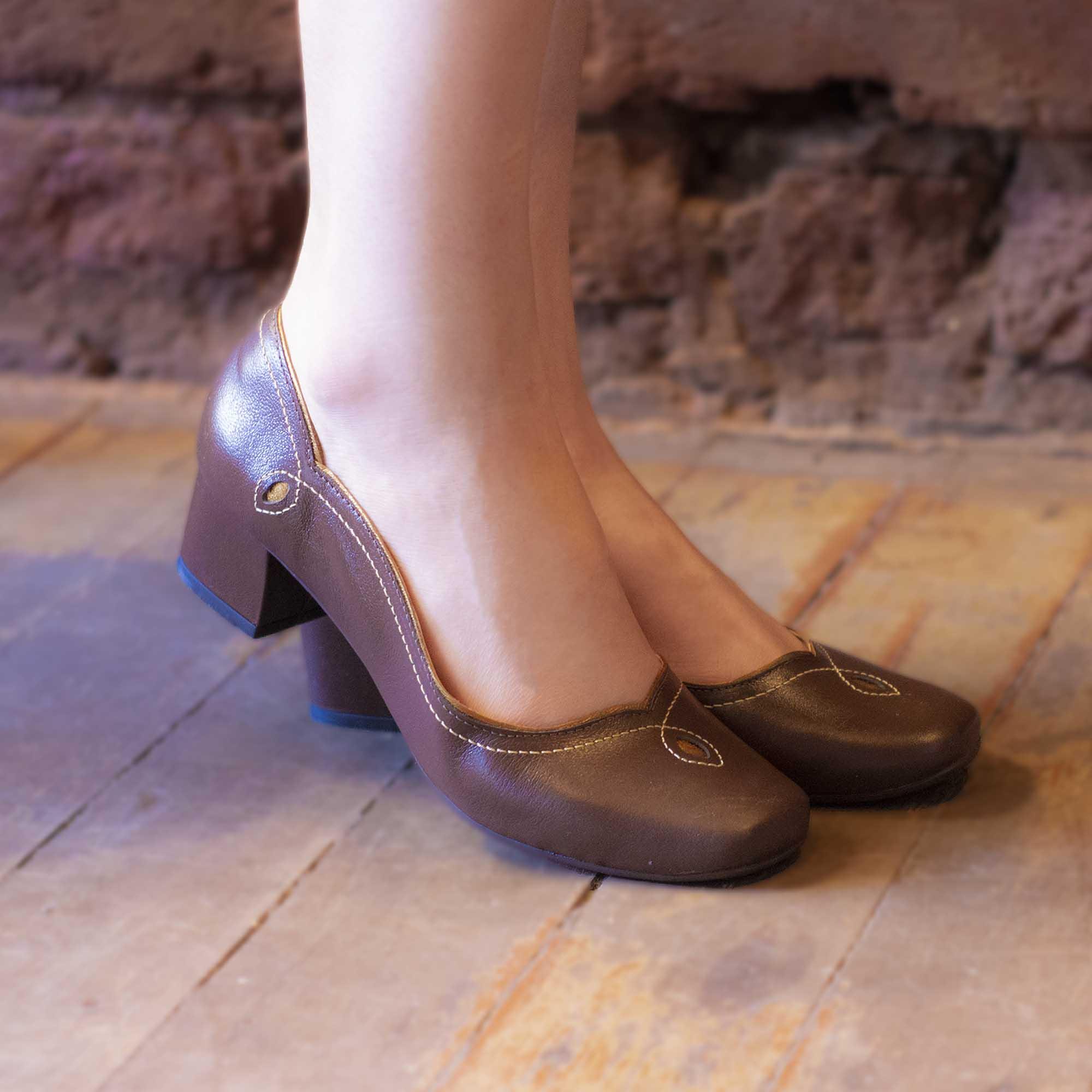 Sapato Retrô em Couro Leaf