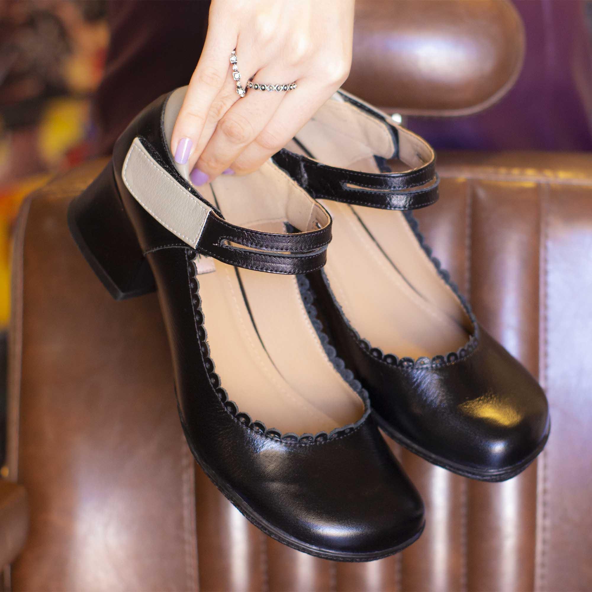Sapato Retrô em Couro Stone