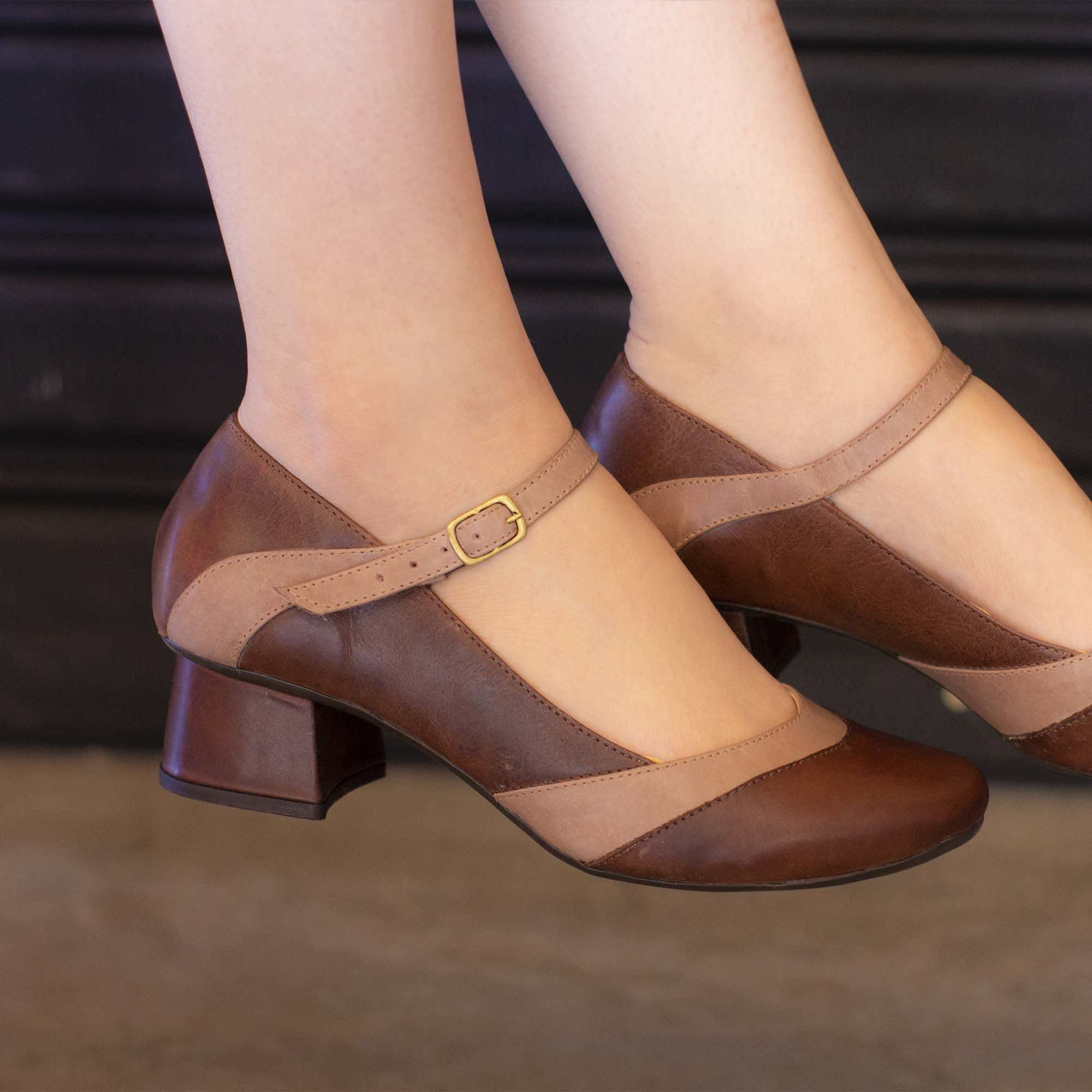 Sapato Retrô em Couro Twig