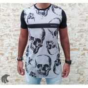 Camiseta Amazing Black Floating Skulls