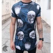 Camiseta Evoque Azul Detalhes Caveiras e Folhagens