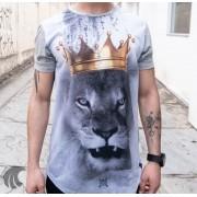 Camiseta Evoque Cinza Long Line Leão e Coroa
