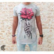 Camiseta Evoque Grey Holding a Rose