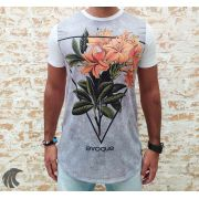 Camiseta Evoque White Flowers in the Triangle Two
