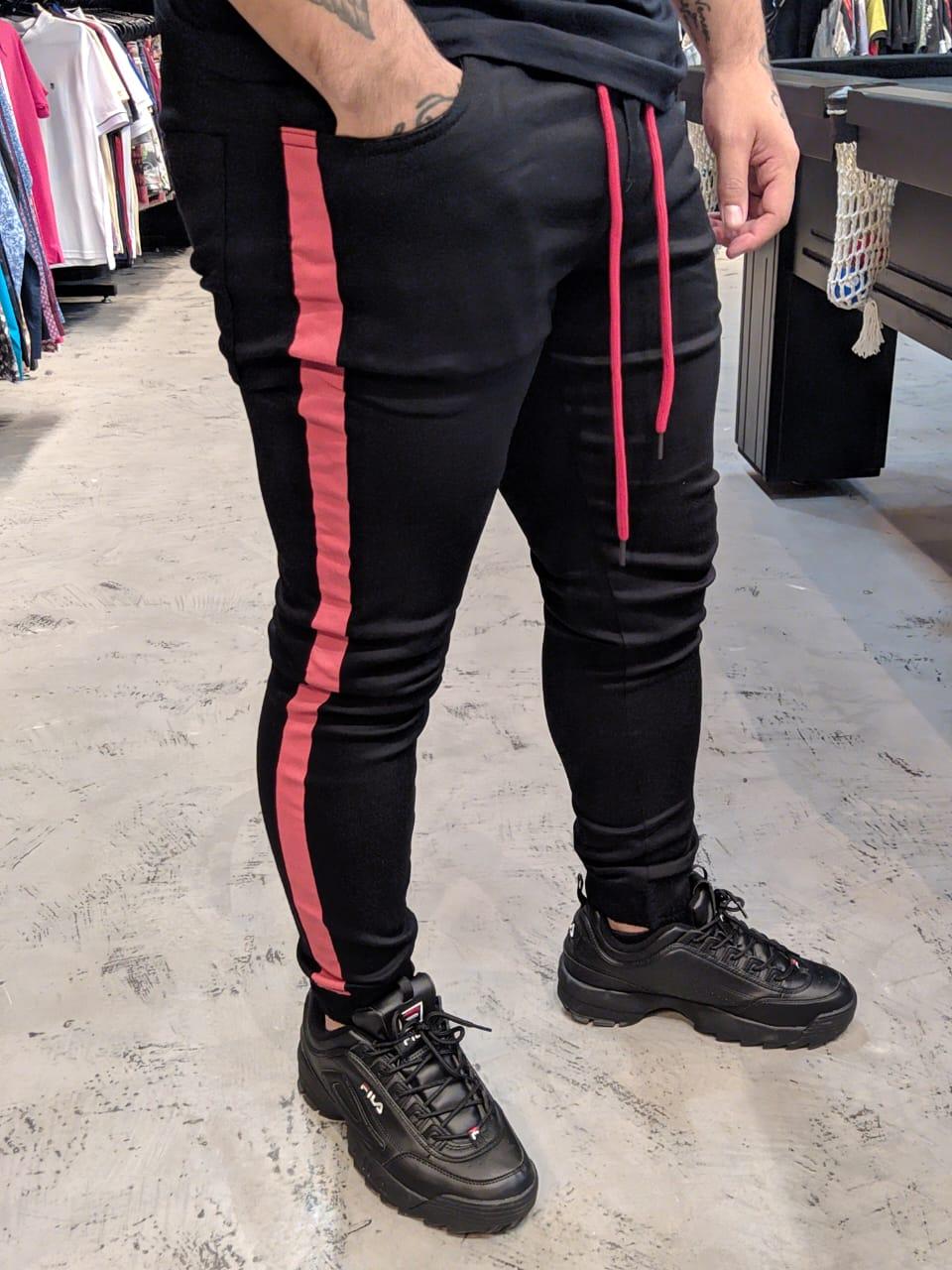 Calça Austin Jogger Preta Faixa Vermelha Prime  - Harpia Moda - Moda Masculina & Acessórios