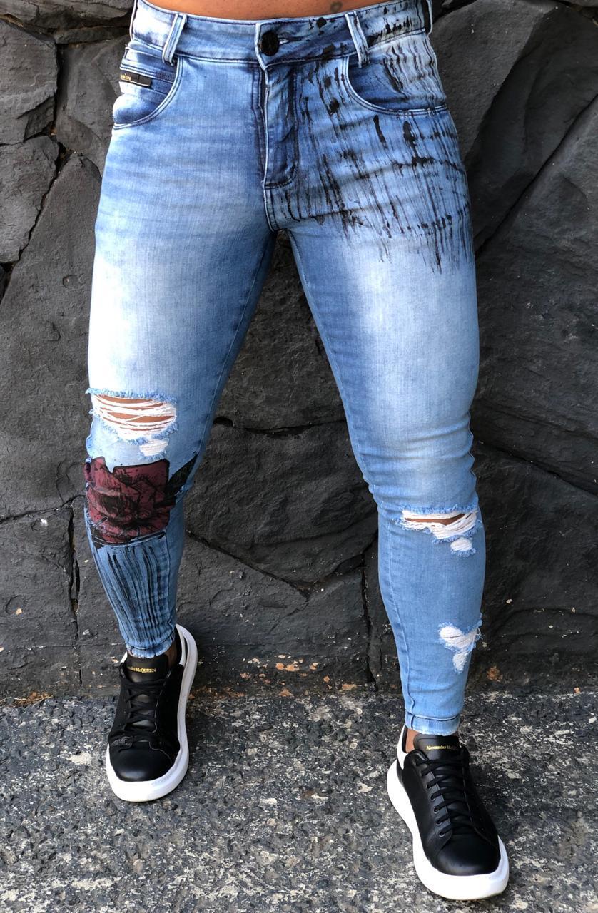 Calça Masculina Codi Skinny Destroyed Azul Detalhe Flor  - Harpia Moda - Moda Masculina & Acessórios