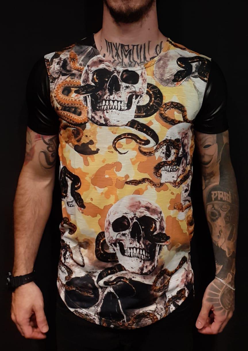 Camiseta Black West Caveiras Snakes  - Harpia Moda - Moda Masculina & Acessórios