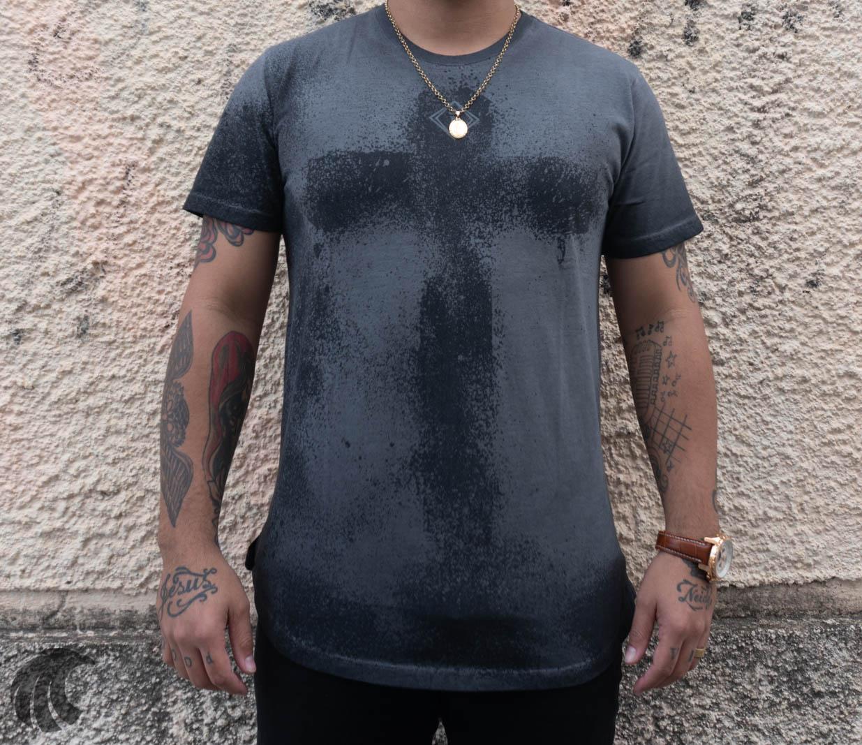 Camiseta Codi Cinza Cruz Corte Redondo  - Harpia Moda - Moda Masculina & Acessórios