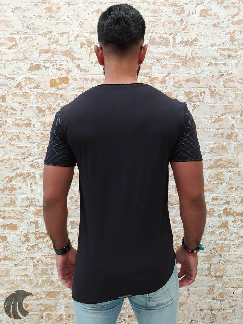 Camiseta Deep Roots Black Action (Verificar Descrição)  - Harpia Moda - Moda Masculina & Acessórios