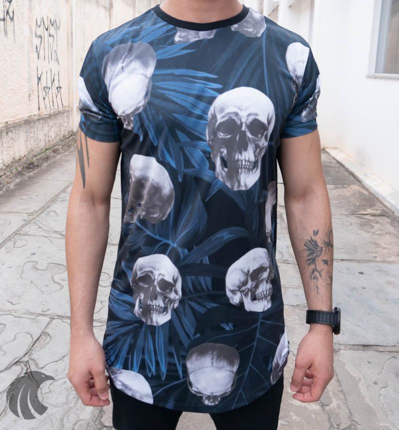 Camiseta Evoque Azul Detalhes Caveiras e Folhagens  - Harpia Moda - Moda Masculina & Acessórios