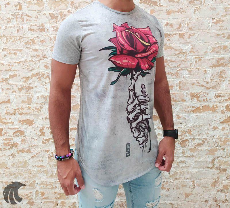 Camiseta Evoque Grey Holding a Rose  - Harpia Moda - Moda Masculina & Acessórios