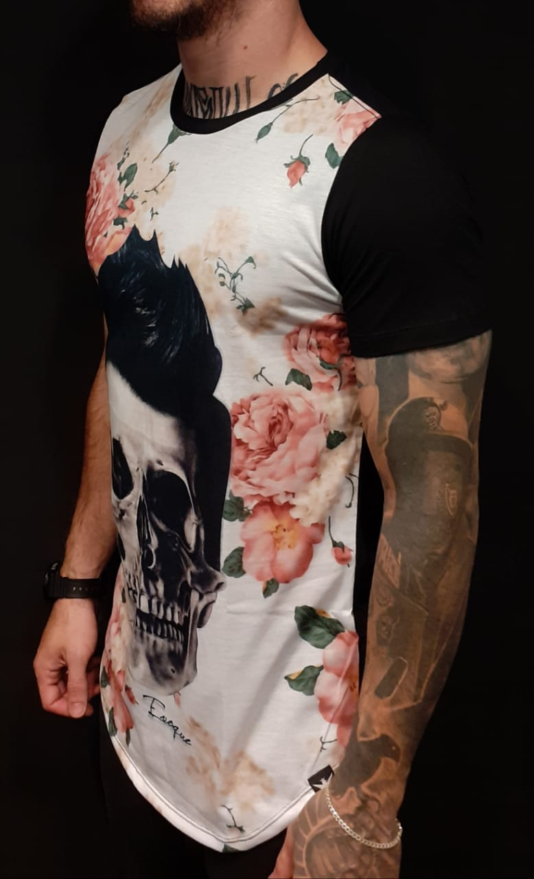 Camiseta Evoque Long Caveira Hair and Flowers  - Harpia Moda - Moda Masculina & Acessórios