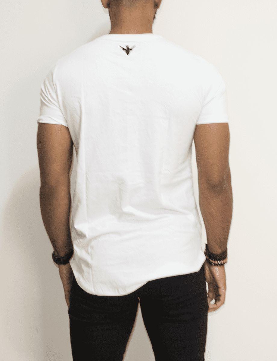 Camiseta Evoque Long Flowers Black and White - Harpia Moda - Moda ... a1cdeee0ca4