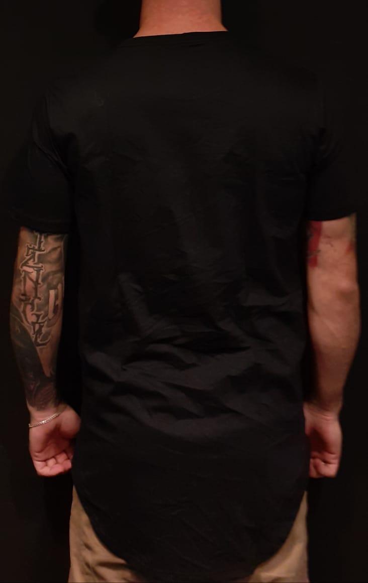 Camiseta Evoque Long Line Black Center Rose  - Harpia Moda - Moda Masculina & Acessórios
