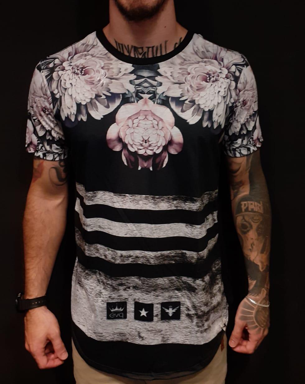 Camiseta Evoque Long Line Flowers Black  - Harpia Moda - Moda Masculina & Acessórios