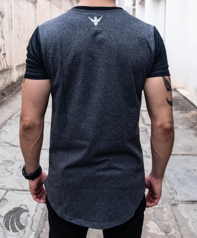 Camiseta Evoque Long Line Preta Listras e Flores Azuis  - Harpia Moda - Moda Masculina & Acessórios