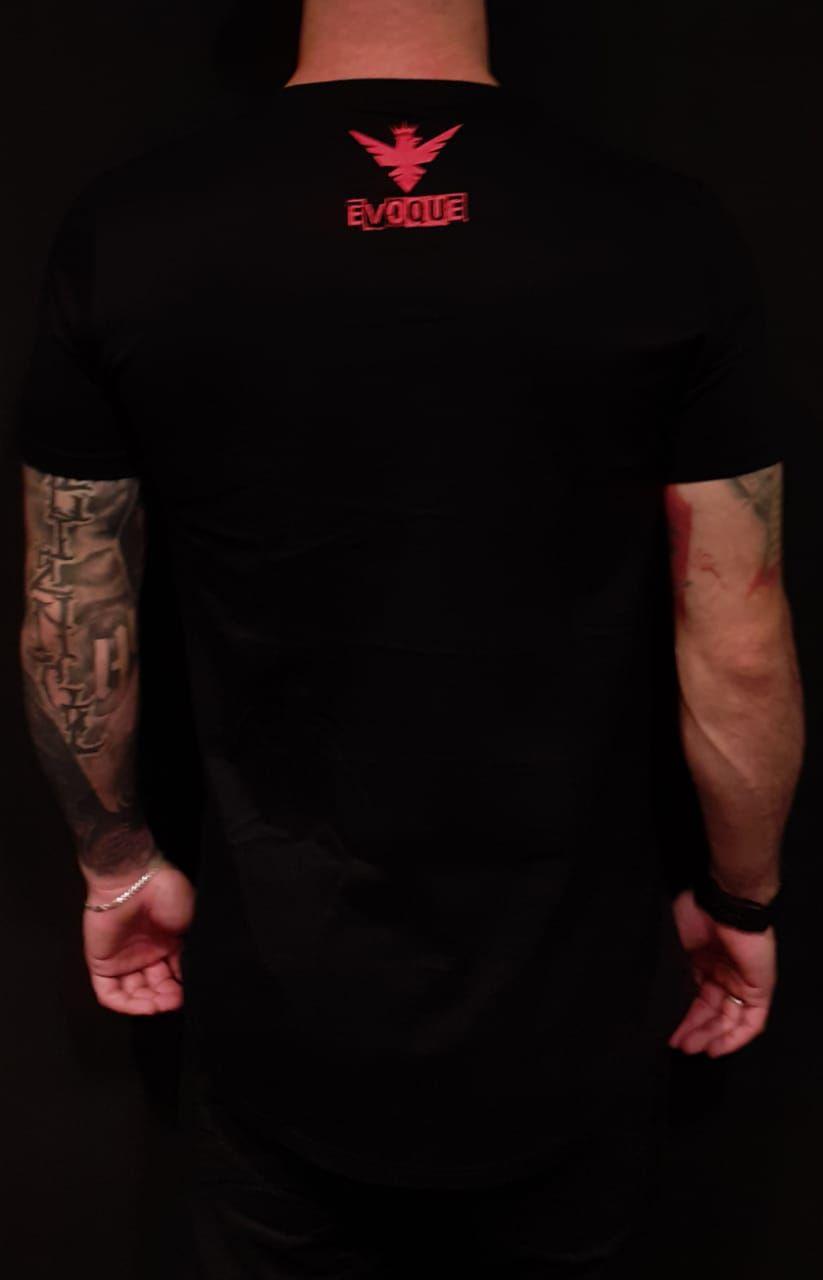 Camiseta Evoque Long Woman Bathroom  - Harpia Moda - Moda Masculina & Acessórios