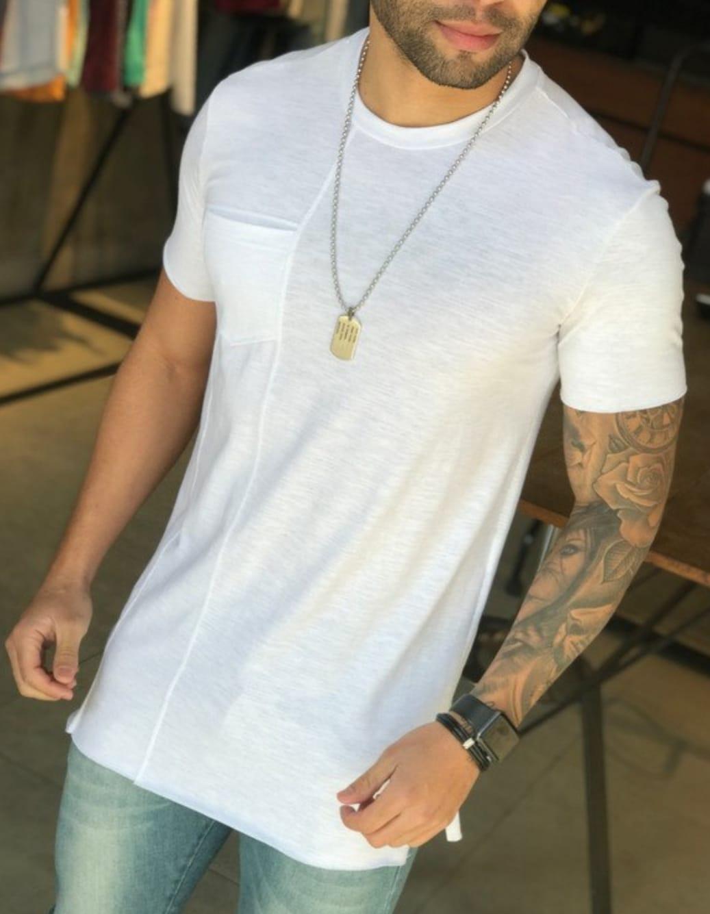 Camiseta M Artt Branca Detalhe Bolso  - Harpia Moda - Moda Masculina & Acessórios