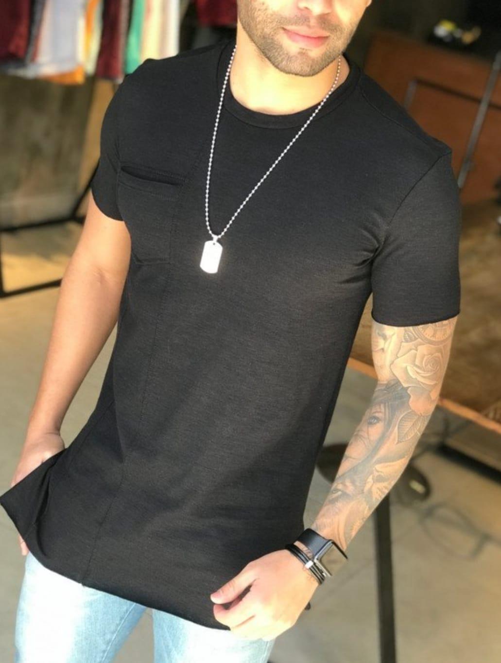 Camiseta M Artt Preta Detalhe Bolso  - Harpia Moda - Moda Masculina & Acessórios