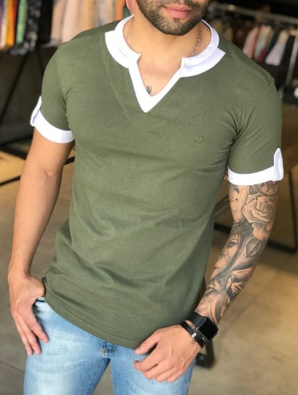 Camiseta M Artt Verde Detalhes Branco Gola V  - Harpia Moda - Moda Masculina & Acessórios