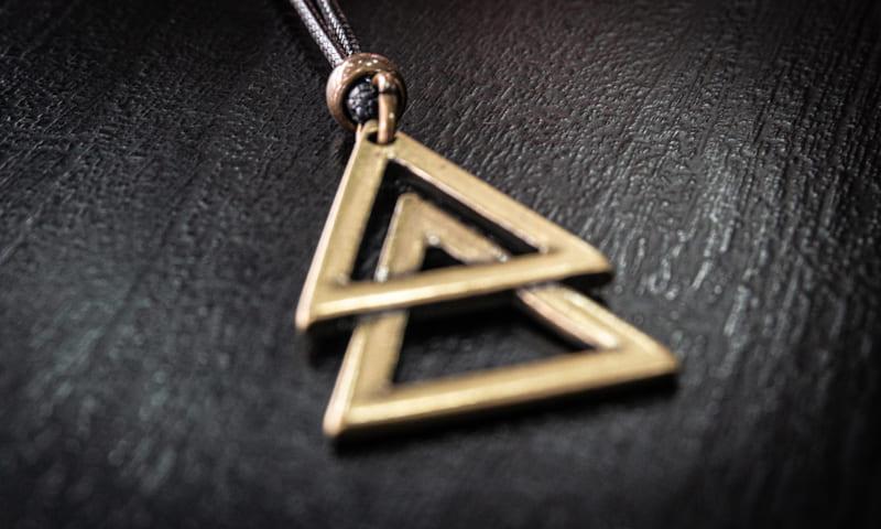 Colar  Double Triangle Dourado  - Harpia Moda - Moda Masculina & Acessórios