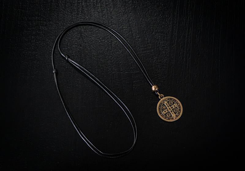 Colar Medalha de São Bento  - Harpia Moda - Moda Masculina & Acessórios