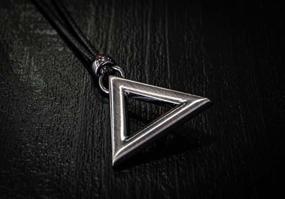 Colar Triangle Silver  - Harpia Moda - Moda Masculina & Acessórios