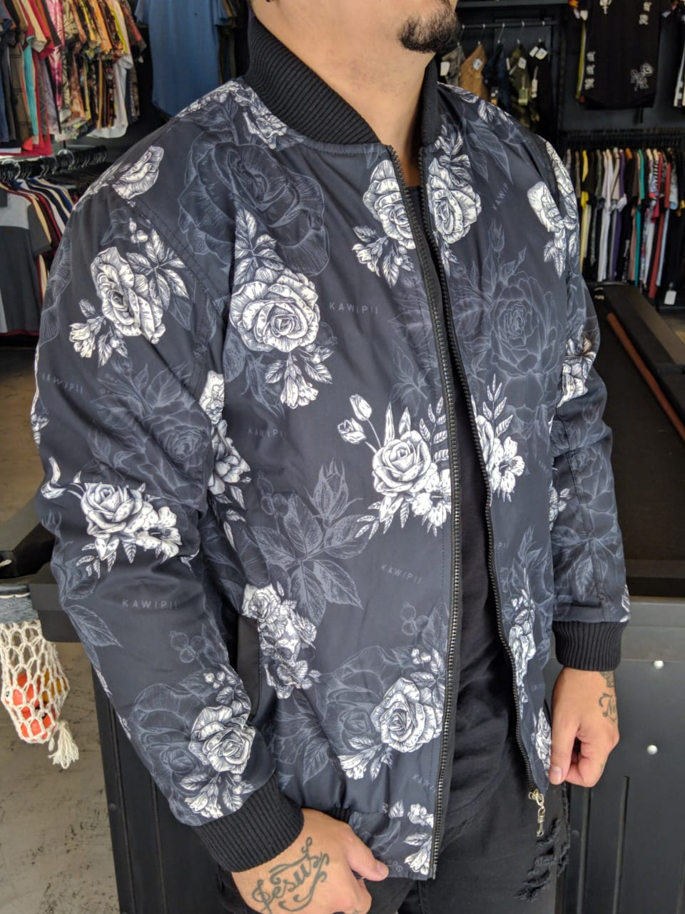 Jaqueta Bomber Kawippi Floral Preta  - Harpia Moda - Moda Masculina & Acessórios