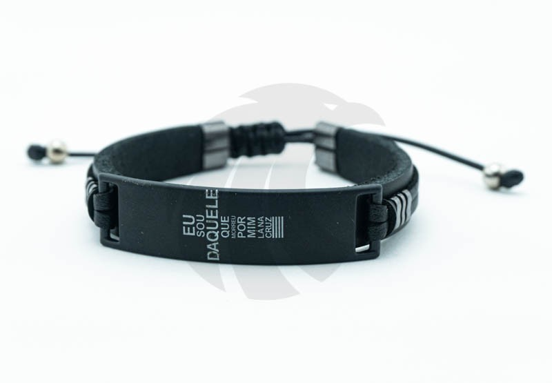 Pulseira Masculina Couro Cruz Tipográfica  - Harpia Moda - Moda Masculina & Acessórios