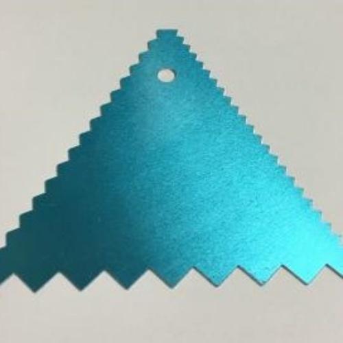 CB05-02 / Triangulo para decorar  11 x 11cm - Aluminio Reto