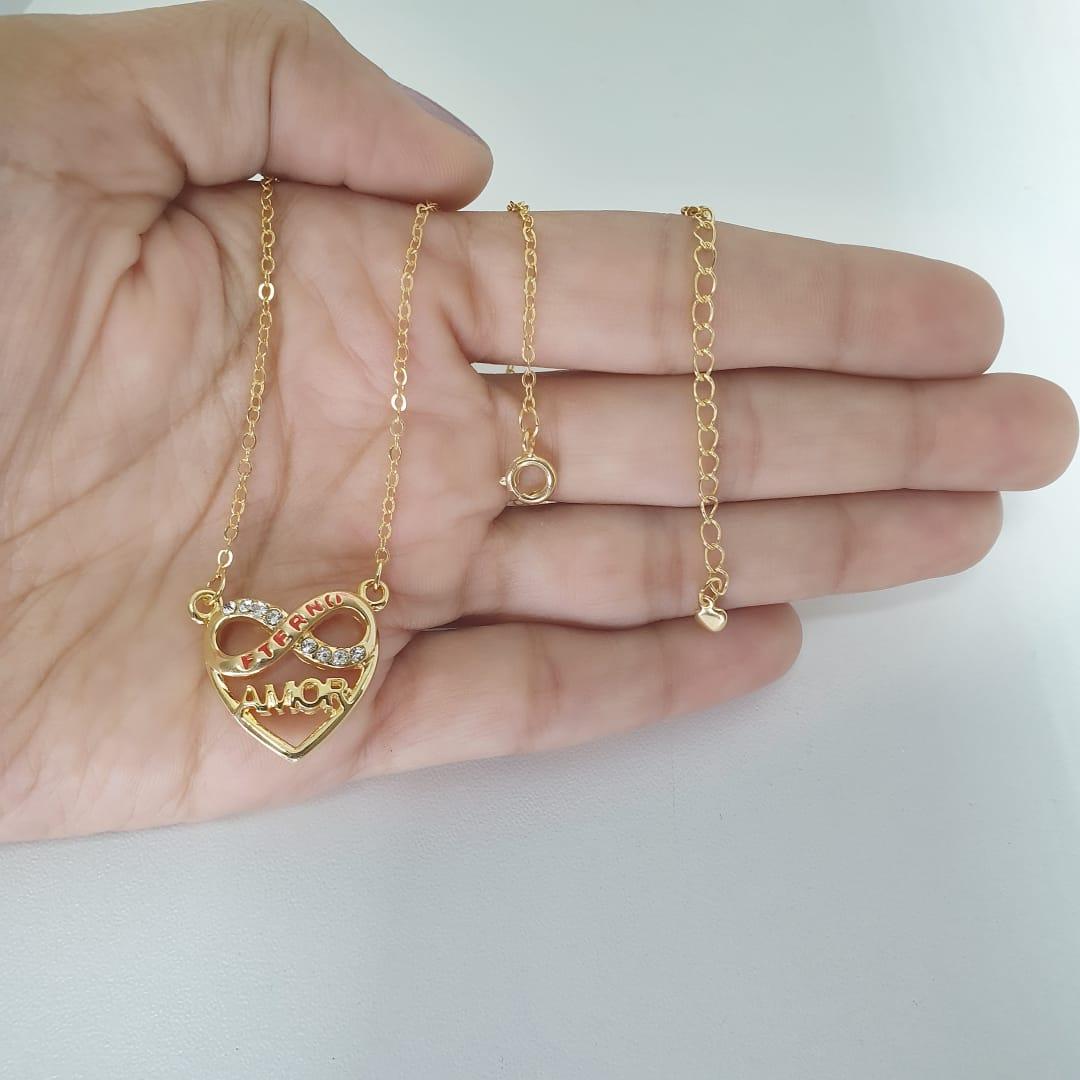 Colar Coração Escrito Amor Eterno Dia Das Mães folheado em ouro 18k