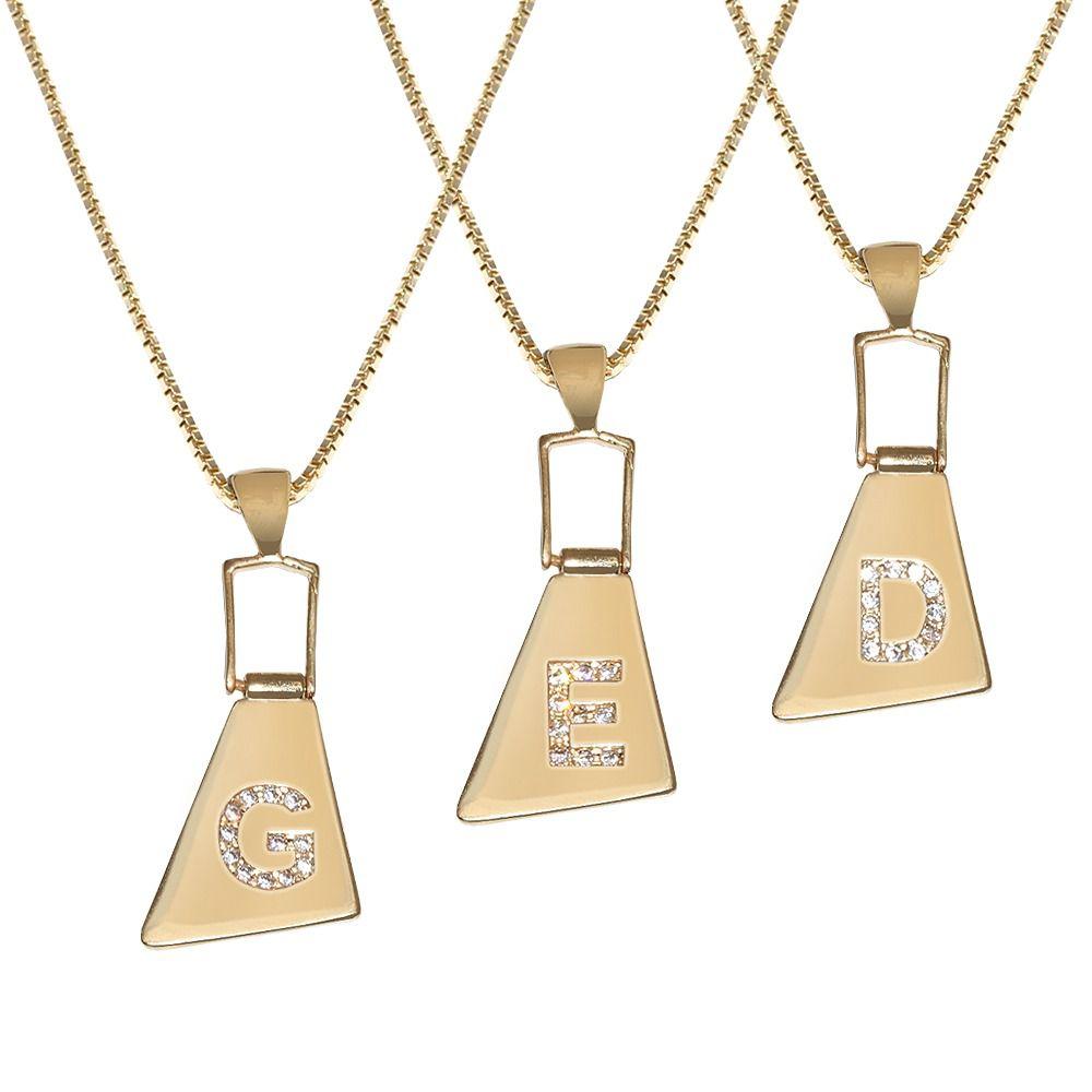 Colar de Letras Trapézio Cravejado de Zircônia Corrente de 55 CM Folheado A Ouro.