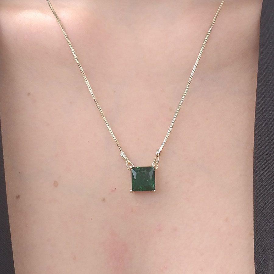 Colar Pedra Fusion Quadrada Verde Folheada A Ouro