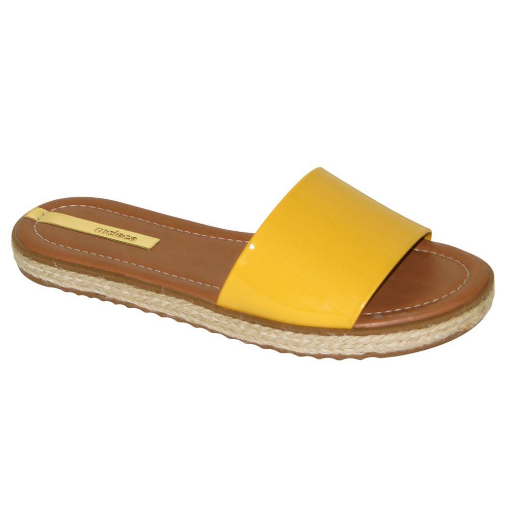 Tamanco Rasteiro Moleca Verniz Amarelo