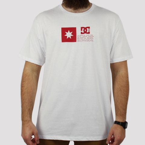 Camiseta DC Shoes Flag Line - Branca