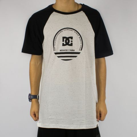 Camiseta DC Shoes Raglan - Snow Branca