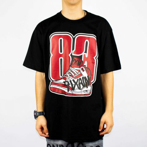 Camiseta Pixa In Sneaker 83 - Preto/Vermelha/Branca