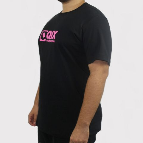 Camiseta Qix Logo - Preto/Rosa
