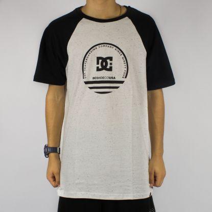 Camiseta DC Shoes Raglan - Snow Branca