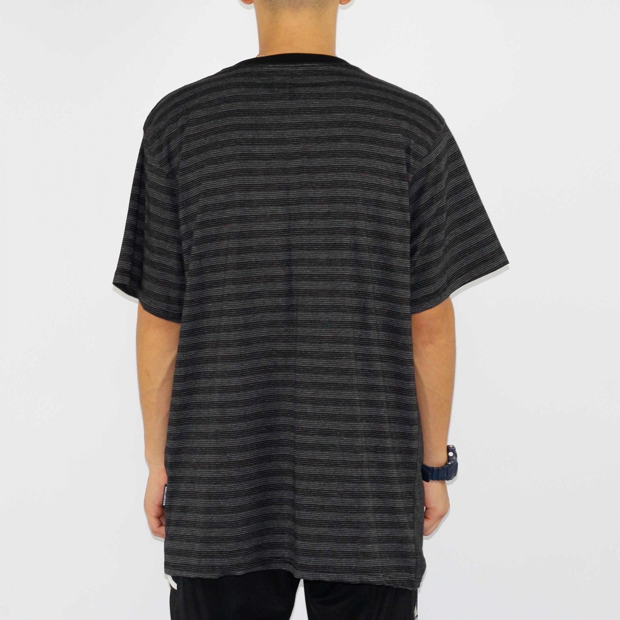 Camiseta DC Shoes Cut - Preta