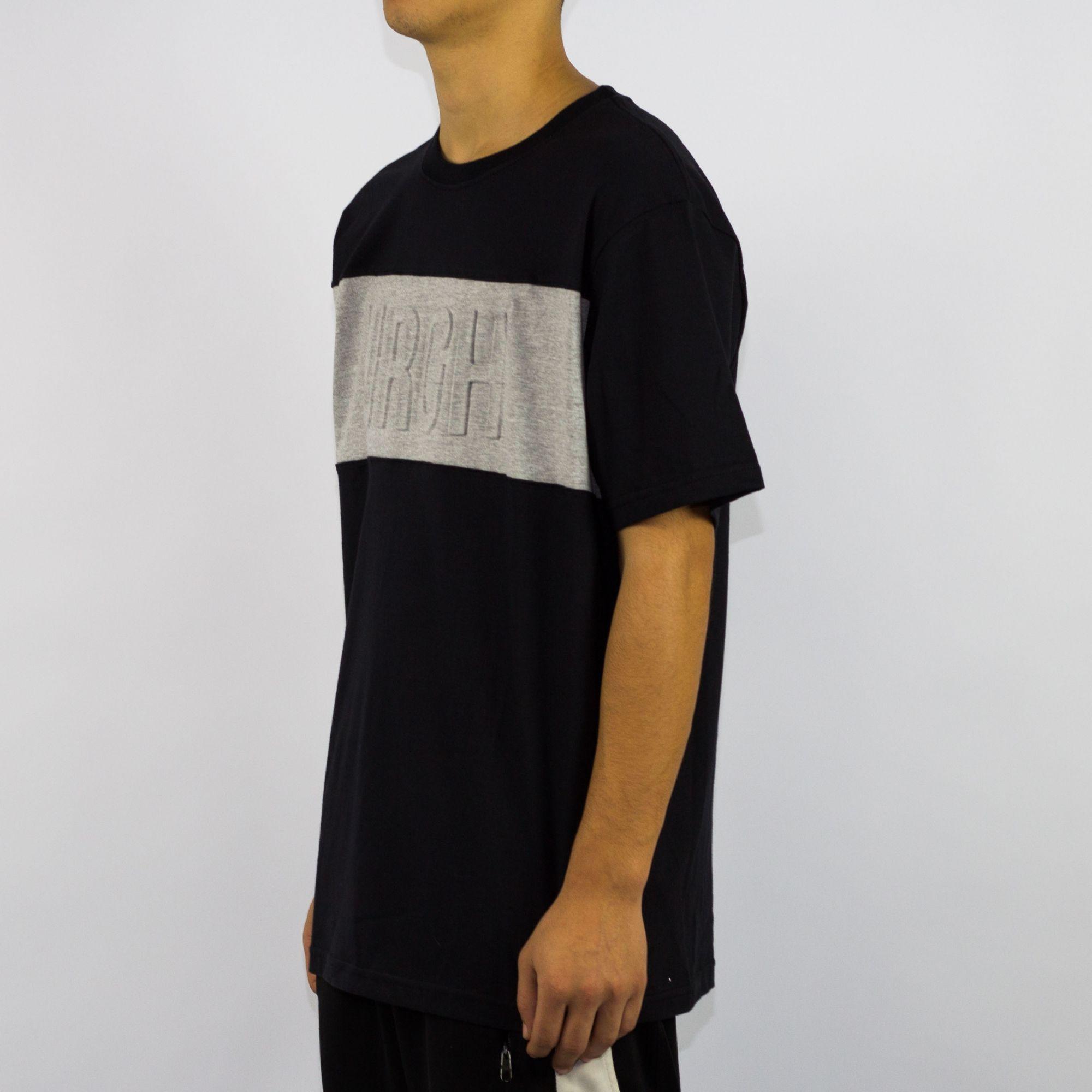 Camiseta Urgh Especial Emboss Cinza/Preta