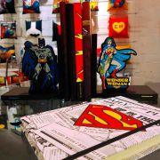 Aparador Porta Livros Batman e Mulher Maravilha Oficial Dc Comics