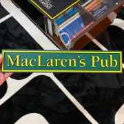 Placa How I Met Your Mother - MacLaren's Pubem em Alto Relevo