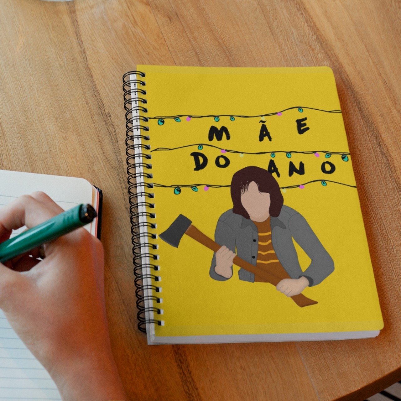 Caderno Mãe do Ano Joyce Byers Stranger Things