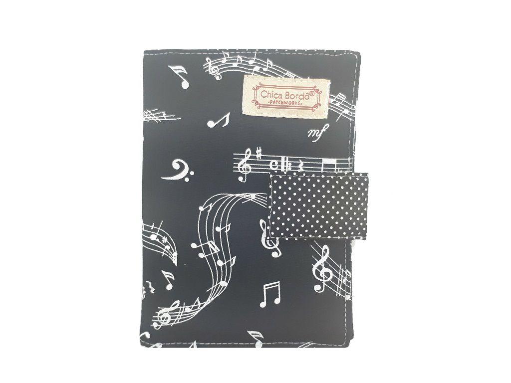 Porta Passaporte Notas Musicais Chica Bordô 0715