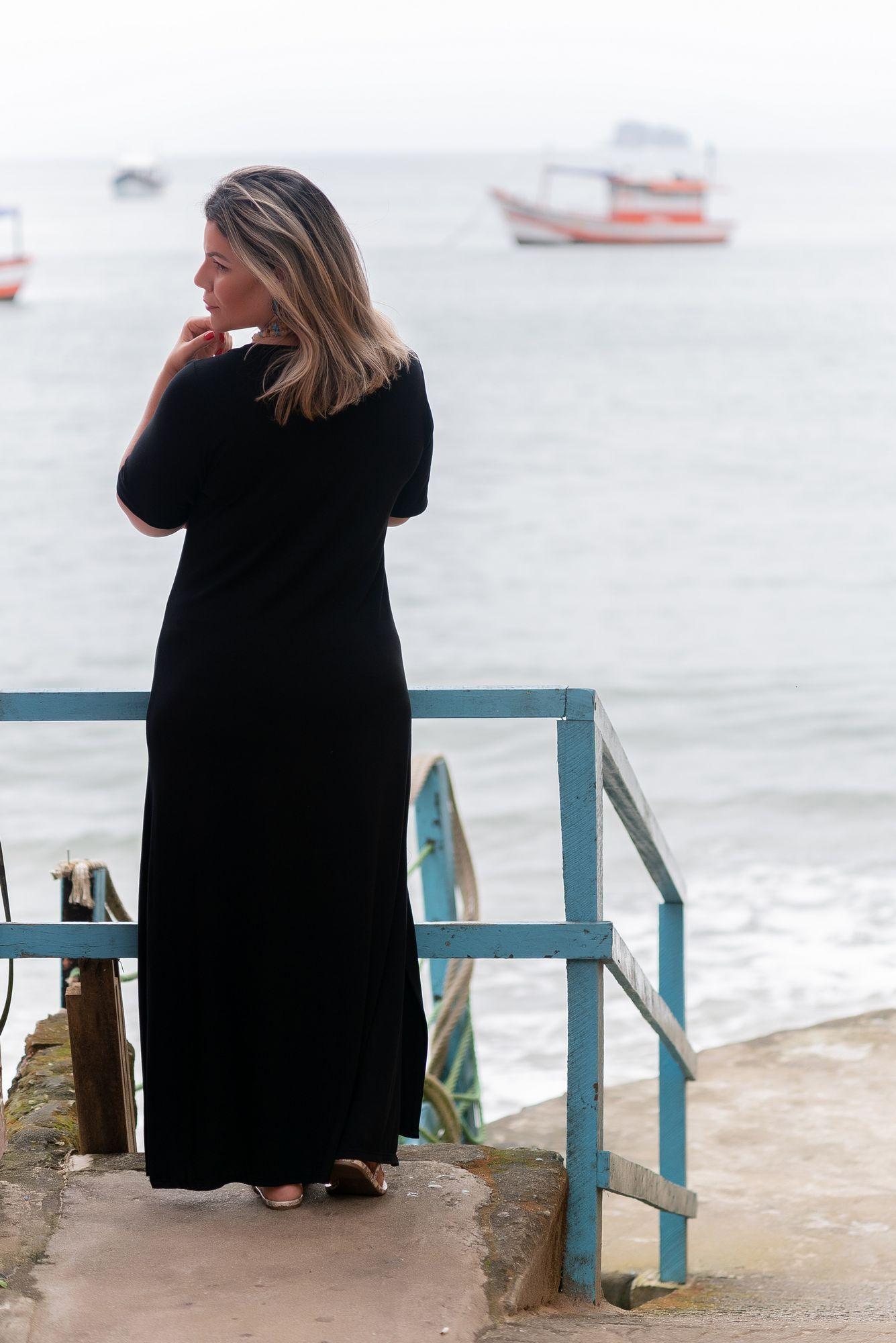 VESTIDO LONGO CAMISETÃO DECOTE V FENDA PRETO