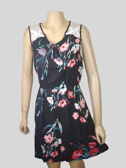 Vestido Floral com renda no ombro