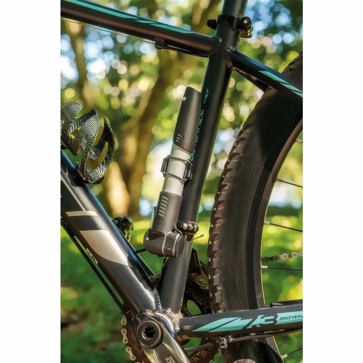 Bomba de Ar Portátil para Bicicleta - Tramontina